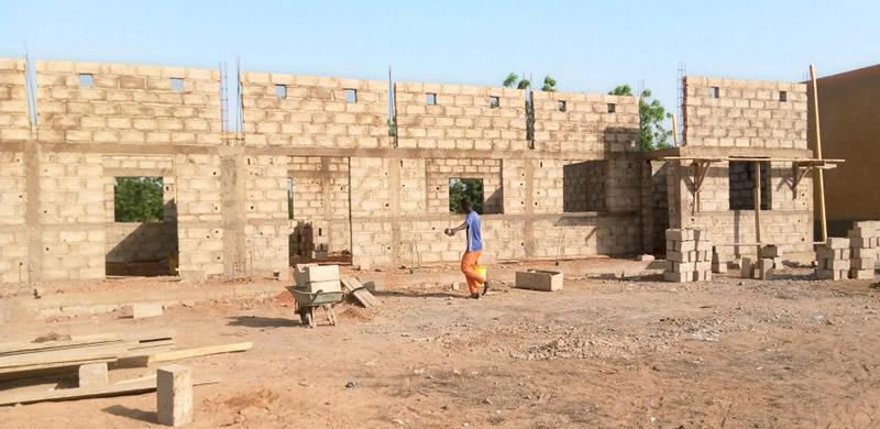 Das Gymnasium wird weiter gebaut